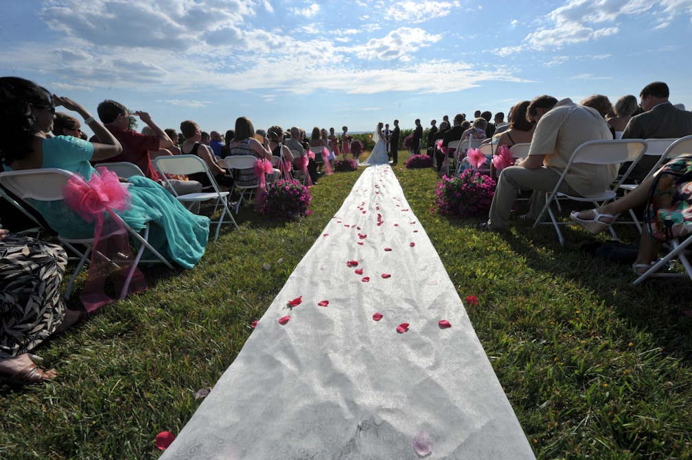 Outdoor wedding ceremony aisle – Photo credit Rick Bacmanski Photo Artistry
